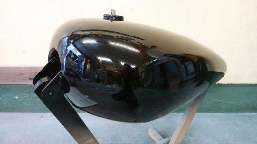 カスタムペイント工程 XL1200Lタンクの画像