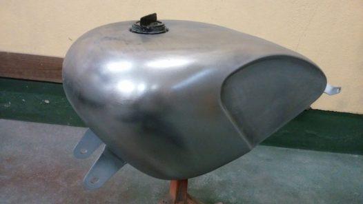 カスタムペイント工程 レガシータンク フレイムスの画像