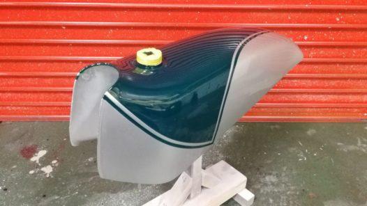 カスタムペイント工程 ホンダ イーハトーブ タンクの画像