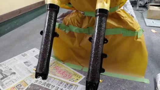 カスタムペイント工程 08FXSTC フロントフォークの画像