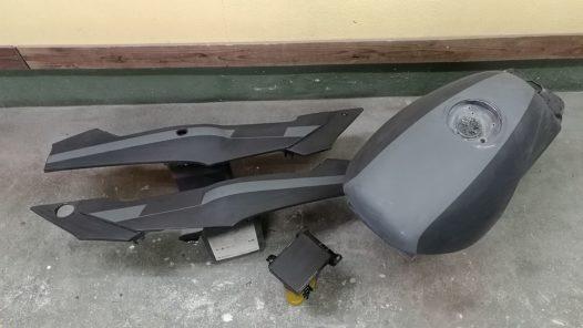 カスタムペイント工程  RZ250R 'デカールペイント'の画像